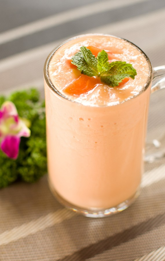 Papaya-Fennel-and-Yogurt-Smoothie-570x900